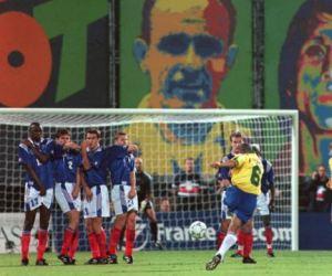 Coup franc Roberto Carlos