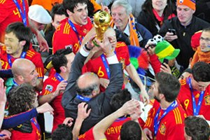 640px-FIFA_World_Cup_2010_Spain_with_cup